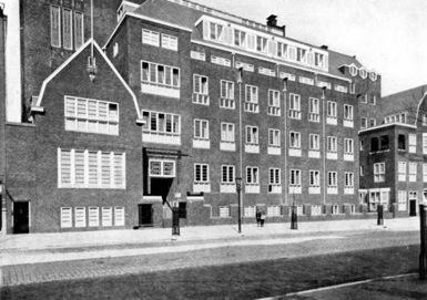 Nostalgie_Huishoudschool_gevel_1923