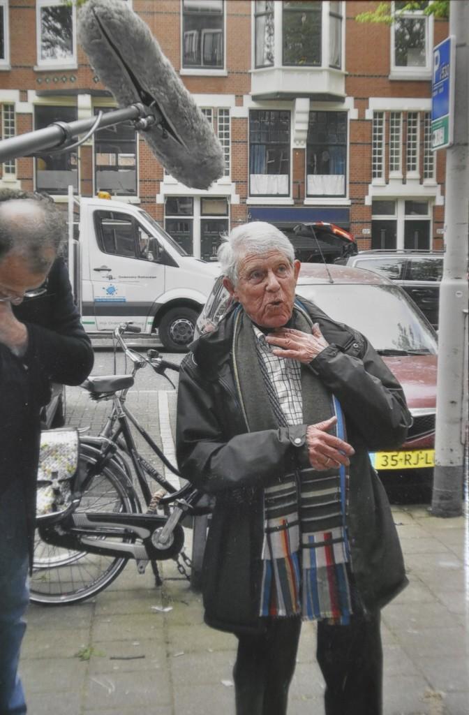 Bij de Stolpersteine-legging voor Burgemeester Meineszlaan 19B in april 2015