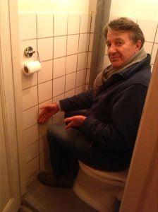 tony-op-toilet